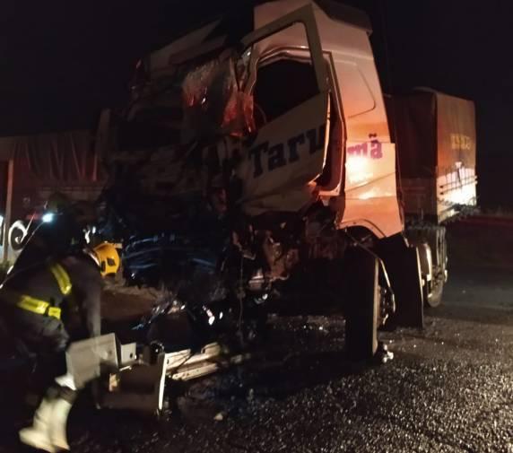 Grave acidente de trânsito no trevo do CICA em Cruz Alta envolve carreta de Três de Maio