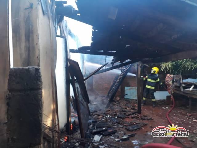 Incêndio destrói residência no bairro Pró-Morar em Três de Maio