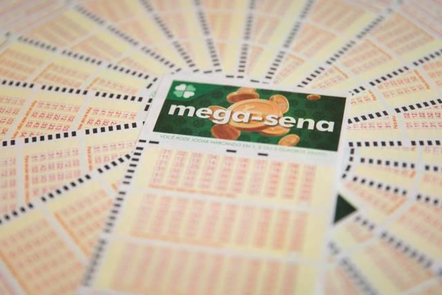 Mega Sena acumula e pode pagar R$ 80 milhões no sábado