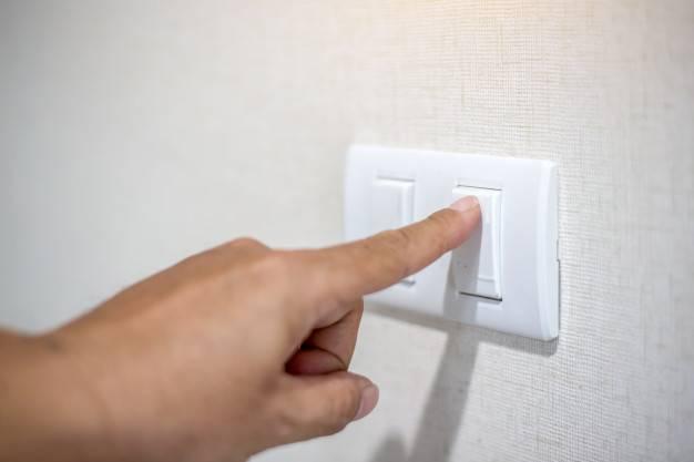 Decreto de Bolsonaro congela reajuste tarifário de energia até 2021