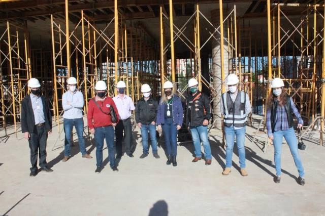 Prefeito e representantes da mídia visitam obras de construção da nova sede do Sicredi